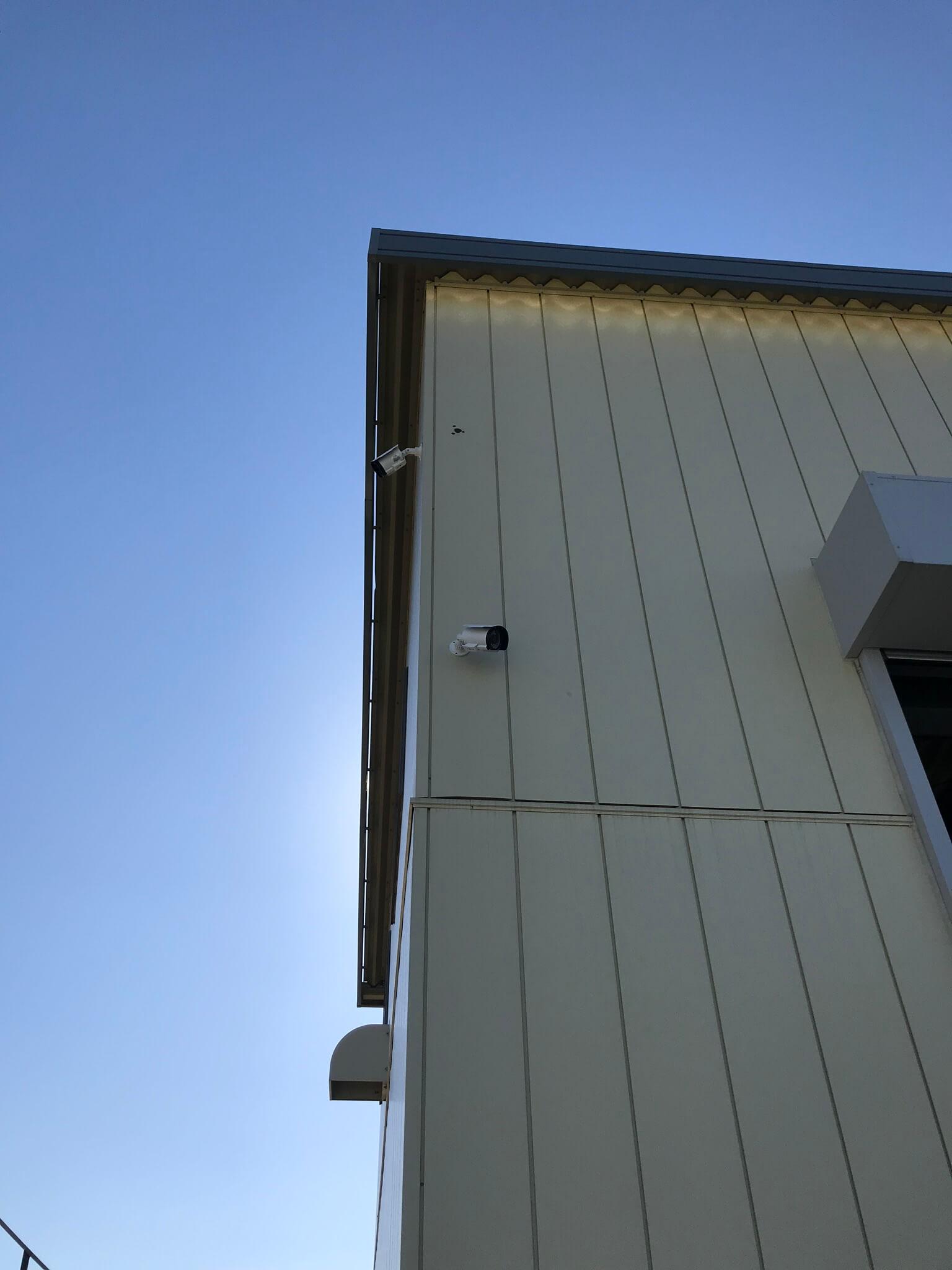整備工場屋外ボックスカメラ