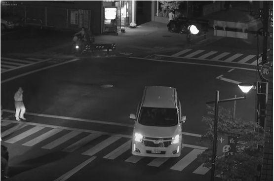 IR照明で映した交差点